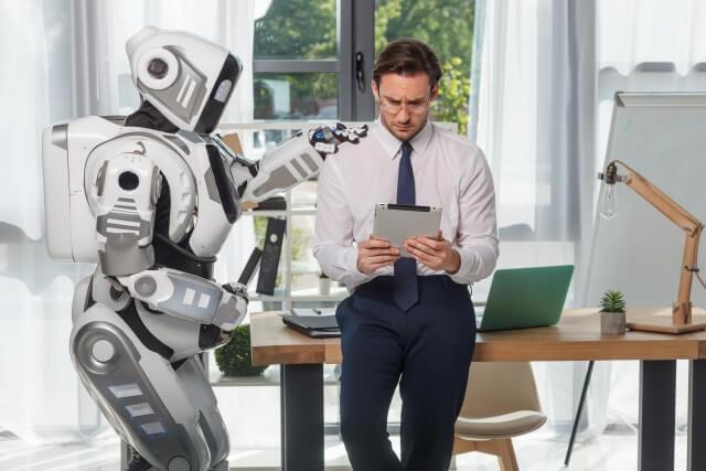 ロボットと男性